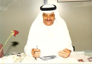 في مكتبه في جريدة الاتحاد الاماراتية