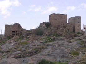 بيوت اثرية في جبل شمسان العراوى الموسطه