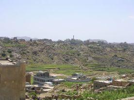 جزء من قرية العراوى وتبدو القدمه من بعيد